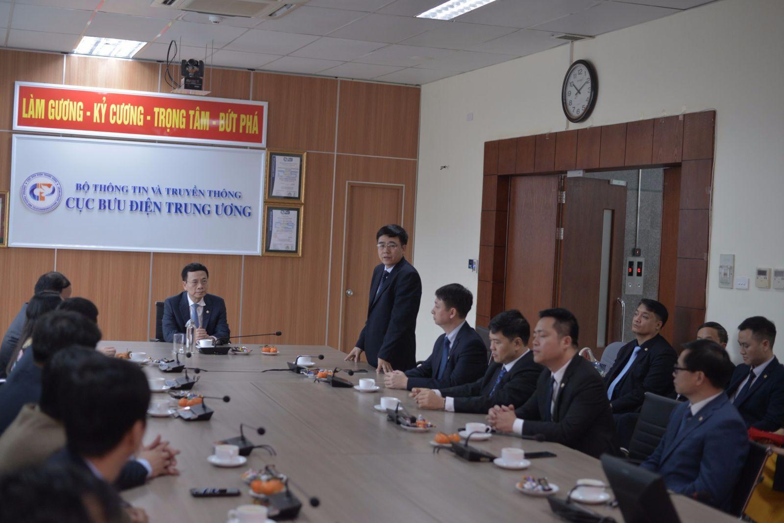 Bộ trưởng Nguyễn Mạnh Hùng thăm một số đơn vị ứng trực dịp Tết Nguyên đán Canh Tý 2020 tại Cục Bưu điện Trung ương