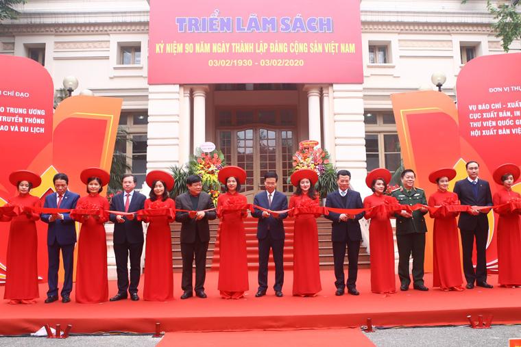 Khai mạc Triển lãm Sách Kỷ niệm 90 năm Ngày thành lập Đảng Cộng sản Việt Nam