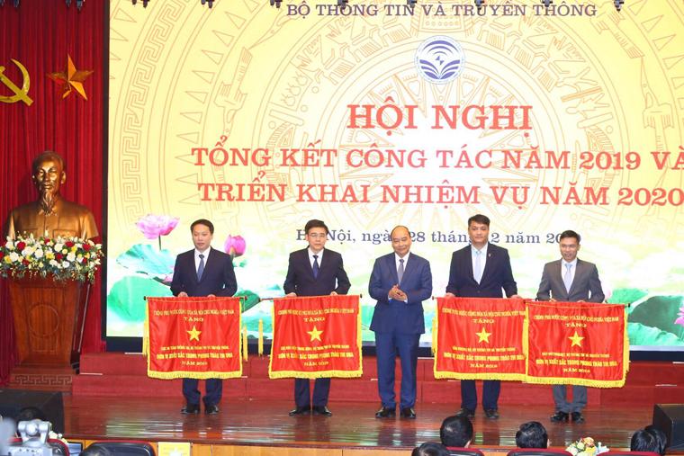 Thủ tướng Nguyễn Xuân Phúc dự Hội nghị tổng kết công tác năm 2019 và triển khai nhiệm vụ năm 2020 của Bộ TTTT